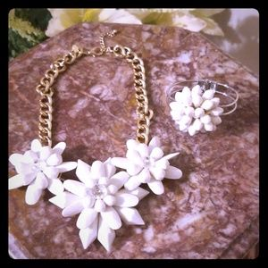 White flower necklace and bracelet set